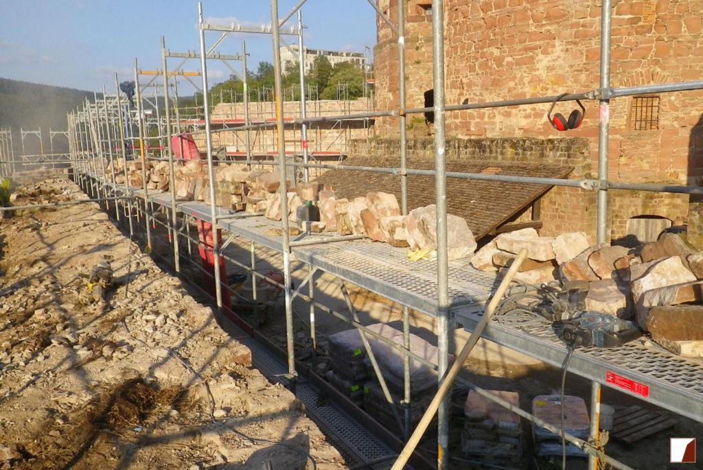 Mauern am Glockenturm während der Bauarbeiten